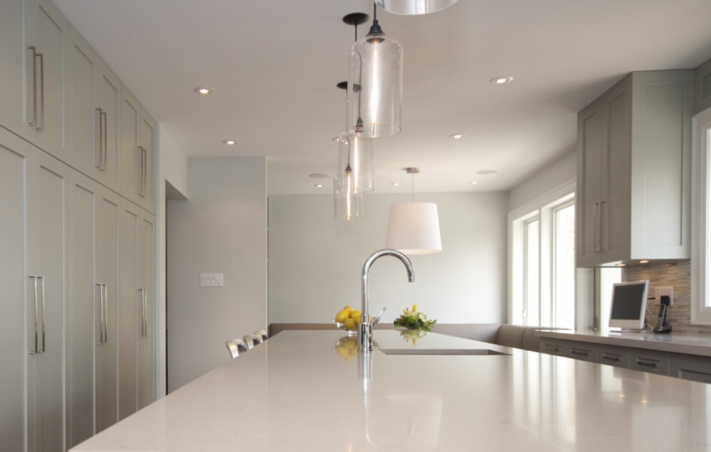 Pendant light fixtures over kitchen island roselawnlutheran for Over island light fixtures